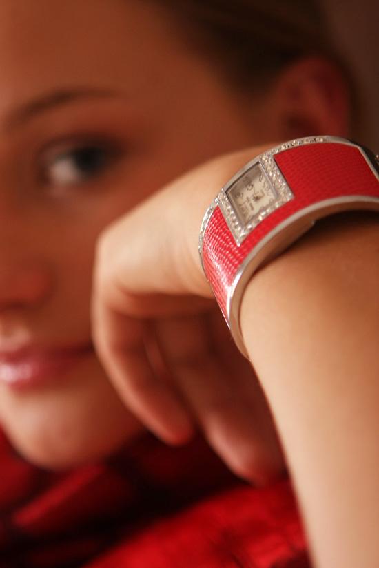 motywacja kobiety z czerwonym zegarkiem