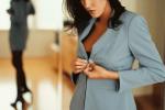 Kobieta-zmienia-ubranie-depresja-i-praca